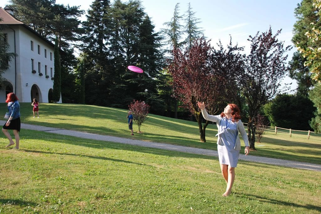 Summer School: Train the Trainer - lady playing frisbee